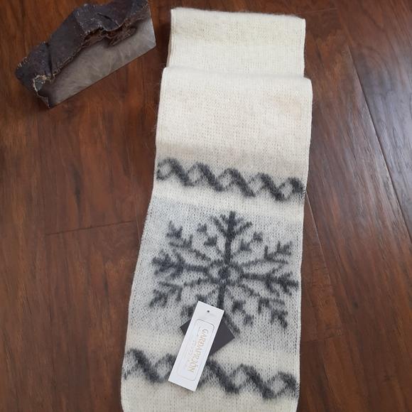 VTG Style Snowflake Scarf Icelandic Nordic Xmas Pompom Black Or Red BNWT NEW